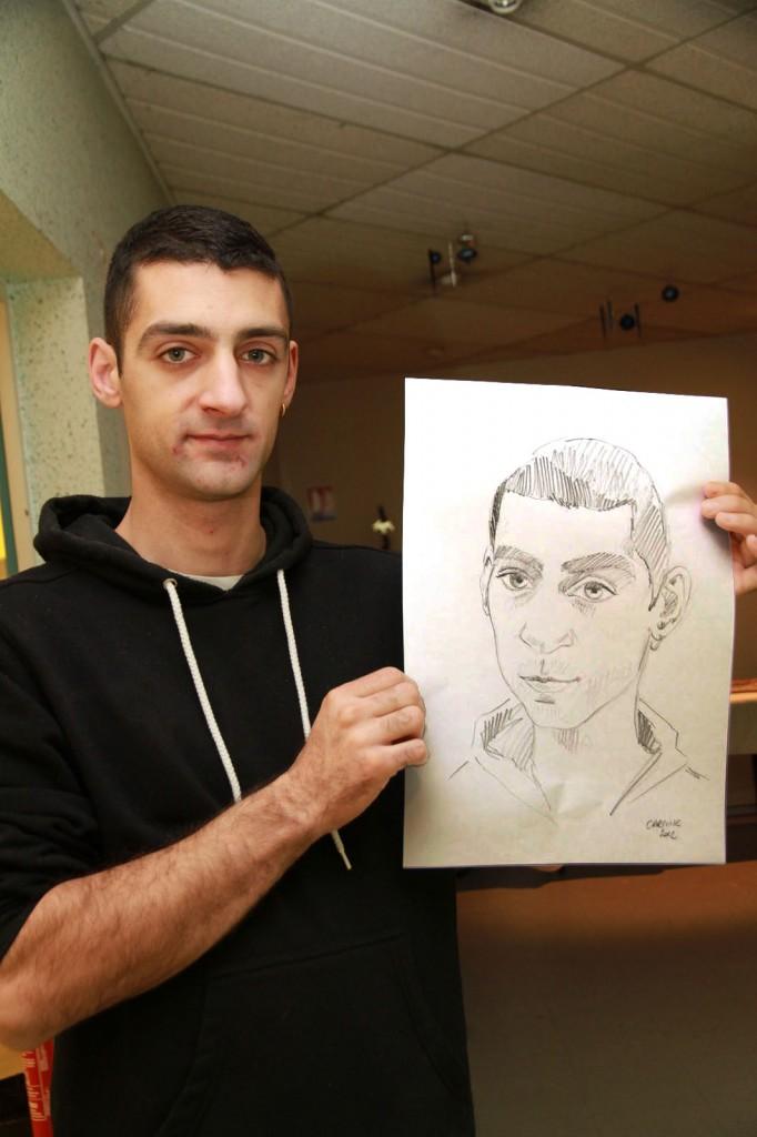 portrait jeune homme à la boucle d'oreille